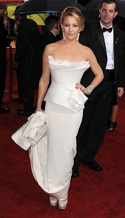 0117-kate-hudson-marchesa-golden-globes_fa